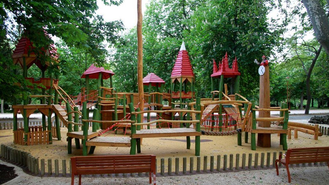 Parque de la Isla, casas rurales burgos al pie  del árbol